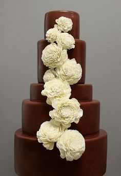 cute cake, love the flowers on the cake.  walking on sunshine:-)