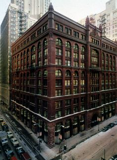 Architects: Burnham and Root) is a kind of Chicago school building. It had an elegant portion views and massings. Big Building, Building Exterior, Building Design, School Building, Brick Architecture, School Architecture, Amazing Architecture, Chicago Buildings, City Buildings