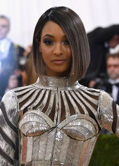 Jourdan Dunn Graduated Bob - Jourdan Dunn looked stylish with her sleek graduated bob at the Met Gala.