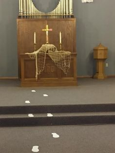 MHUMC - Lay down your nets and follow me Altar Design, Church Design, Church Altar Decorations, Table Decorations, Church Banners Designs, Liturgical Seasons, Christmas Planters, Church Interior, Pentecost
