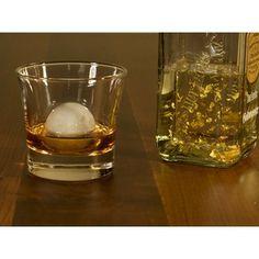 Erst ein gut temperierter Drink überzeugt den Gentleman Der Gentleman, Circuit