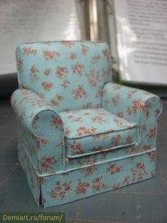 Миниатюрное кресло 1:12 с мягкой обивкой