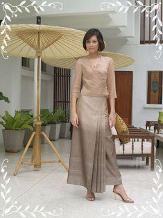 A038 เสื้อไหมแก้วคอวีจับเดป #2795995 Thai Traditional Dress, Traditional Fashion, Traditional Outfits, Kebaya Lace, Kebaya Dress, Batik Fashion, Hijab Fashion, Fashion Dresses, Blouse Batik