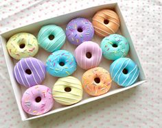 Set of 12 Pastel Polymer Clay Doughnut Sewing Pattern Weights Cute Polymer Clay, Cute Clay, Polymer Clay Crafts, Donut Pictures, Donut Images, Miniature Crafts, Miniature Food, Donuts Beignets, Cute Donuts