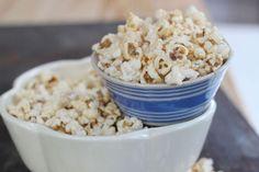 Recipe for seriously addictive salty-sweet peanut-honey popcorn (using powdered peanut butter to cut some of the fat) Honey Popcorn, Peanut Butter Popcorn, Sweet Popcorn, Healthy Plate, Healthy Snacks, Sweet Peanuts, Sweet And Salty, Food Plating, Guacamole
