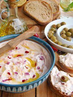 Az otthon ízei: Tirokafteri - csípős fetakrém Sandwich Cream, Vegetarian Recipes, Healthy Recipes, Eat Pray Love, Food Crafts, Feta, Bruschetta, Potato Salad, Dips