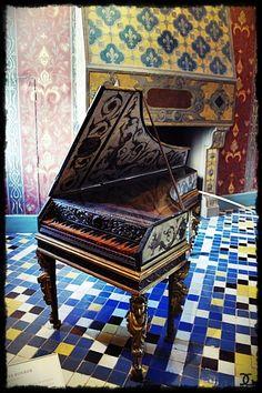 Château royal de Blois -  Clavecin de la salle de bal (sous le roi Henri II)