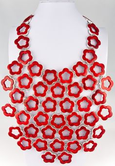 Charles Albert ~ Flower Power Necklace: Red Coral set in sterling silver. Coral Jewelry, Statement Jewelry, Jewelry Art, Jewelry Accessories, Chunky Jewelry, Silver Jewelry, Maxi Collar, Necklace Box, Tips Belleza