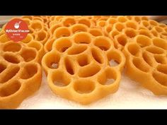 Learn how to make this traditional Honeycomb Cookie, also known as beehive cookie, Kuih Loyang or Rosette Cookies. This is a simple recipe with basic ingredi. Rosettes Cookie Recipe, Rosette Cookies, Shortbread Recipes, Cookie Recipes, Dessert Dishes, Dessert Recipes, Chinese New Year Cookies, Best Blueberry Muffins, Bread Shaping