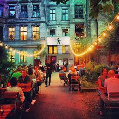 BERLIN-Mitte, Clärchens Ballhaus in der Auguststrasse. Essen, trinken, tanzen,  amüsieren, entspannen ... ich liebe diesen Ort!