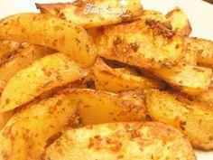 Malzemeler 5-6 adet büyük boy patates Sos için 1 yemek kaşığı yoğurt 1-2 diş sarımsak 4-5 yemek kaşığı zeytinyağı toz biber, karabiber, tuz, kekik(3-5 yaprak), biberiye (5-6 yaprak)