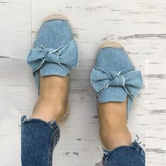 Denim Bowknot Espadrille Casual Slippers dresses and accessories all over the world at competitive prices, and with a high level of customer care. Casual Sneakers, Casual Shoes, Denim Decor, Chunky Sandals, Pointed Toe Flats, Womens Slippers, Pattern Fashion, Espadrilles, Knot