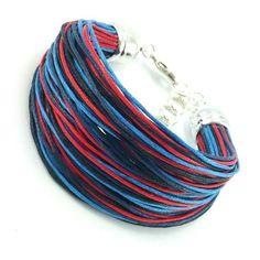 Bransoletka na bawełnianym, kolorowym sznurku jubilerskim ( czarny, czerwony i niebieski ) w marynistycznym stylu. Lens, Vogue, Accessories, Fashion, Moda, Fashion Styles, Klance, Fashion Illustrations, Lentils