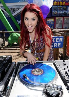 Ariana Grande Photos - Actress Ariana Grande attends the Make-A-Wish Foundation event hosted by Kevin and Steffiana James at the Santa Monica Pier on March 14, 2010 in Santa Monica, California. - Kevin & Steffiana James Host A Make-A-Wish Event At The Santa Monica Pier