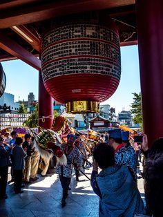 Asakusa Golden Dragon Dance 3/11 Passing through the Hozomon Gate. #Asakusa, #Golden, #Dragon, #dance, #Hozomon October 18, 2014 © Grigoris A. Miliaresis