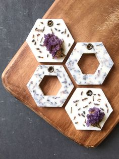 [New] The 10 All-Time Best Home Decor (Right Now) - Ideas by Trena Pino - Mini floral wax sachets. Diffuser Diy, Wax Tablet, Letter Ornaments, Natural Air Freshener, Candle Maker, Homemade Soap Recipes, Candlemaking, Scented Wax, Home Made Soap