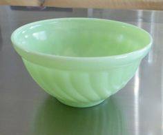 McKee-Jadite-Swirl-Design-Small-Cracker-Snack-Bowl-1930s-Skokie-Green