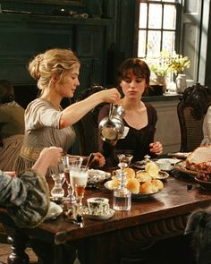 the-garden-of-delights:  Rosamund Pike as Jane Bennet and Keira Knightley as Elizabeth Bennet in Pride and Prejudice (2005).