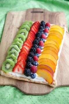 Sweet Vegan Fruit Pizza, looks yummy Vegan Appetizers, Healthy Desserts, Allergy Free Recipes, Vegan Recipes, Vegan Vegetarian, Vegan Pizza, Vegan Food, Vegan Cookbook, Homemade Desserts