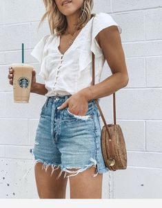 🖤☕️ I'm wearing my favorite denim jeans shorts- love the… Weekend ready. 🖤☕️ I'm wearing my favorite denim jeans shorts- love the flattering high waist fit and they cover your bum🙌🏻 ps- my top is… Spring Outfit Women, Spring Summer Fashion, Spring Outfits, Simple Summer Outfits, Vintage Summer Outfits, Casual Chic Summer, Spring Style, Summer Clothes, Mode Outfits