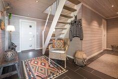 Bildegalleri av hyttemodeller fra Nordlyshytter. Cabins, Ladder Decor, Loft, Mountains, Furniture, Home Decor, Wood Walls, Decoration Home, Room Decor