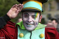 Stock Photo : Smiling clown, set a hand to the head Still Image, Royalty Free Images, Presentation, Hands, Smile, Stock Photos, Photography, Photograph, Fotografie