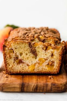 Peach quick bread is a favorite summer baking recipe. This soft and moist loaf bread is filled with fresh summer peaches, delicious cinnamon, and is topped with brown sugar crumb topping. Peach Quick Bread, Peach Bread, Mini Desserts, Just Desserts, Biscotti, Peach Crumble Pie, Brownies, Dessert Crepes, Peach Muffins