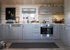 Kjøkken hytte KITCHEN: The cottage got here with a regular kitchen from Sigdal, which the household Kitchen Triangle, Log Home Kitchens, Sauna Design, Cabin Design, Chalet Interior, Log Cabin Living, Best Kitchen Designs, Kitchen Ideas, Log Homes