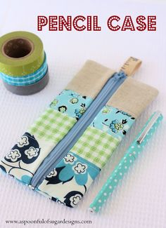 This patchwork pencil case is sooo cute! And A Spoonful of Sugar shares a tutorial showing how to make one. The small zippered pouch can hold 6 pens, or a pencil and a small notebook, or even s… Pencil Case Tutorial, Cute Pencil Case, Pouch Tutorial, Pencil Cases, Diy Pencil Pouches, Pencil Case Pattern, Pencil Holder, Sewing Hacks, Sewing Tutorials