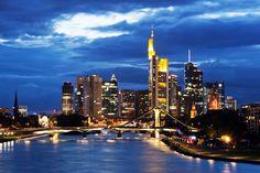 #Travador #Frankfurt #Deutschland #nightlife #citylife #faschion #lifestyle #light #skyline #skyscraper #travadorlove #turist #city-trip #bridge #travadorqeen