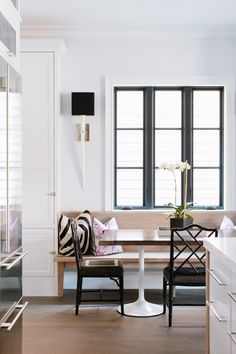 9 Cozy & Beautiful Breakfast Nooks Worth Waking Up To