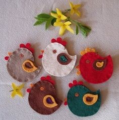Easter crafts Easter Arts And Crafts, Easy Crafts For Kids, Crafts To Do, Felt Crafts, Homemade Ornaments, Felt Ornaments, Chicken Crafts, Birds And The Bees, Diy Ostern