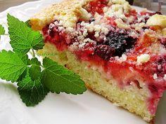 *Hrnčekový koláč s ovocím*   Tento hrnčekový koláč s čerstvým ovocím a posýpkou je u nás veľmi obľúbený. Verím, že ak ho vyskúšate, bude chutiť aj vám.