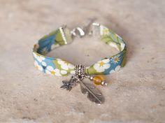 Bracelet printemps liberty, perle et breloques