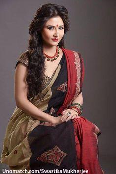 Desi Girl Image, Girls Image, Beautiful Indian Actress, Beautiful Women, Swastika Mukherjee, Aunty In Saree, Wedding Preparation, Indian Celebrities, India Beauty