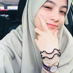 Hijabi Girl, Girl Hijab, Ootd Hijab, Hijab Chic, Modest Fashion Hijab, Arab Girls Hijab, Casual Dress Outfits, Beautiful Hijab, Poses
