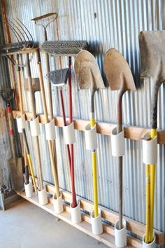 Shed Plans - You have a messy garage? So some clever storage ideas for storing your garden tools without spending a fortune. Make your own DIY Garden Tool Rack! - Now You Can Build ANY Shed In A Weekend Even If You've Zero Woodworking Experience! Garage Shed, Garage Tools, Diy Garage, Barn Garage, Yard Tools, Garage Workbench, Workbench Ideas, Garage Workshop, Garage Plans