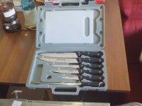 Usato, set coltelli, 10€Ps. IlMercatino dell'usato La Ruota Onlus, di via San Michele 15 - Gorizia, cf 91041700310, è nato per offrire l