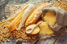 Maize flour or cornmeal is made using the dried corn grain, which is milled into a smooth, pale yellow coloured flour. Here are 3 delicious maize recipes. Best Christmas Cookies, Christmas Fun, Vintage Christmas, Pork Chop Sandwiches, Corn Maize, Grits Casserole, How To Cook Polenta, Spoon Bread, Gluten Free Cornbread