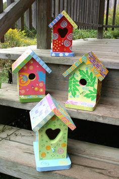 birdhouses-reminds me of Uncle Dick-he used to paint bird houses like this all the time Decorative Bird Houses, Bird Houses Painted, Bird Houses Diy, Fairy Houses, Painted Birdhouses, Birdhouse Craft, Birdhouse Designs, Bird House Feeder, Bird Feeders