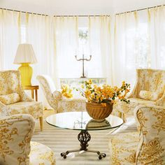 Love the yellow fleur-de-lis pattern on mismatched chairs French Decor, French Country Decorating, Round Glass Coffee Table, Shabby, French Country Style, Mellow Yellow, Home Interior Design, Room Interior, Decoration