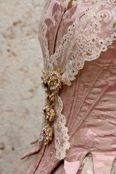 Detalle traje valenciano s.XVIII confeccionado por Amparo Fabra.