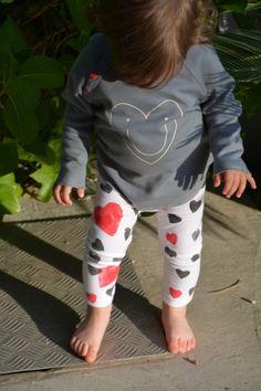 HAPPY Hearts: OrganicZoo sweater and HANDMADE legging stamped with a potato – Babyecochic.com CORAZONES felices: Sudadera de OrganicZoo y legging HANDMADE estampado con una patata
