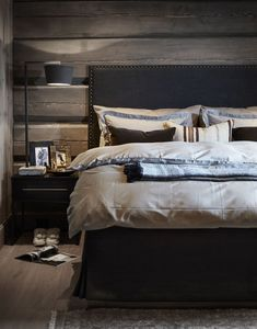 〚 Modern chalet with moody dark interiors in Norway 〛 ◾ Photos ◾Ideas◾ Design Rustic Bedroom Design, Home Decor Bedroom, Bedroom Ideas, Dark Interiors, Cottage Interiors, Cottage Bedrooms, Rustic Bedrooms, Norway House, Couple Room