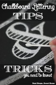 Chalkboard Lettering in 5 Easy Steps - Chalkboard Art for Beginners - Find out how to make flawless chalkboard lettering with basic skills. I read many tutorials but coul - Chalkboard Doodles, Blackboard Art, Chalkboard Fonts, Kitchen Chalkboard, Chalkboard Designs, Chalkboard Ideas, Chalkboard Drawings, Chalkboard Walls, Chalkboard Lettering Alphabet
