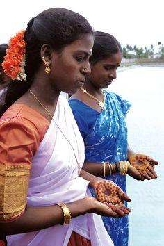 . South India, Moorish, Sari, The Originals, Celebrities, People, Fashion, Saree, Moda