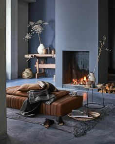 Cozy living room in warm colors with a fireplace - Home Decoration - Interior Design Ideas Home Design, Home Interior Design, Interior Decorating, Interior Stylist, Interior Ideas, Modern Design, Interior Exterior, Interior Architecture, Gray Interior