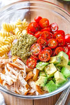 Healthy Chicken Pasta Salad with Pesto – Whip up a meal packed with flavor, protein, and veggies! This chicken pasta salad with pesto is loaded with tomatoes, avocado, and red onion. Chicken Pasta Salad Recipes, Healthy Chicken Pasta, Healthy Pasta Dishes, Chicken Salads, Avocado Chicken, Salad With Avocado, Tomato Pesto Chicken, Healthy Salads, Gourmet