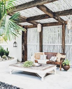 Should you ever wondered to construct pergola, here is a step-by-step guide on ways to construct your own. Be certain you have a space to get a pergola; select a place in your own outdoor space that will look good… Continue Reading → Patio Tropical, Tropical Decor, Tropical Style, Tropical Interior, Tropical Colors, Coastal Decor, Outdoor Rooms, Outdoor Gardens, Outdoor Living