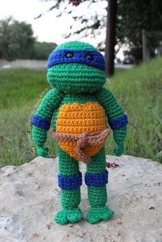 Tortuga Ninja Amigurumi - Patrón Gratis en Español - Versión en PDF - Click sobre la imágen aquí: http://hastaelmonyo.com/?p=3161 - Versión en Inglés aquí: http://www.ravelry.com/patterns/library/teenage-mutant-ninja-turtle-2